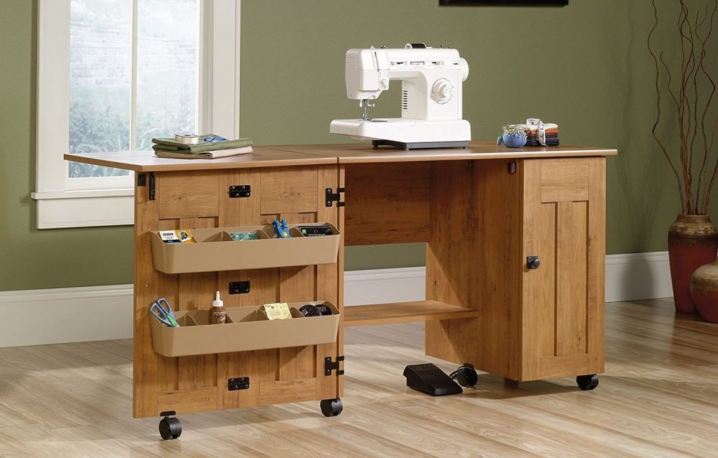 mesa de estudio y maquina de coser comfort